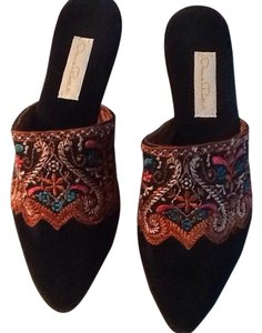 Oscar de la Renta Black with rust embroidery Flats