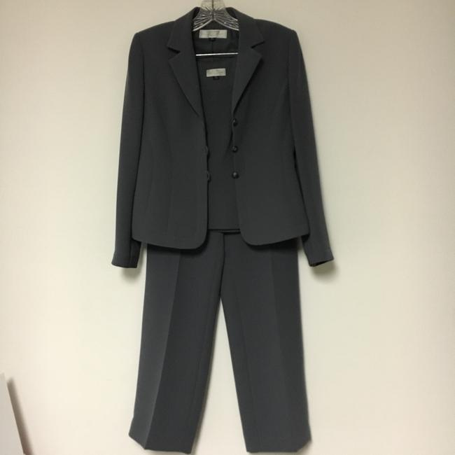 Preload https://img-static.tradesy.com/item/22505836/tahari-gray-auther-s-levine-pant-suit-size-petite-4-s-0-2-650-650.jpg