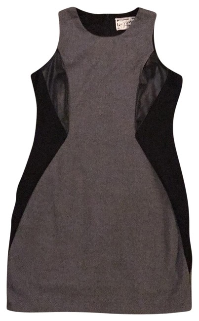 Preload https://img-static.tradesy.com/item/22506348/pink-martini-faux-leather-panel-short-workoffice-dress-size-6-s-0-1-650-650.jpg
