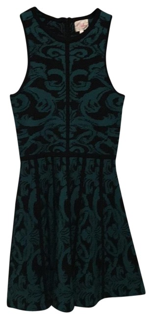 Preload https://img-static.tradesy.com/item/22506724/parker-green-and-black-short-cocktail-dress-size-4-s-0-1-650-650.jpg