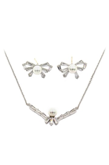 Preload https://img-static.tradesy.com/item/22506782/silver-simple-rosette-crystal-and-pearl-earring-set-necklace-0-0-540-540.jpg