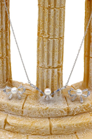 Ocean Fashion Simple rosette crystal and pearl necklace earring set