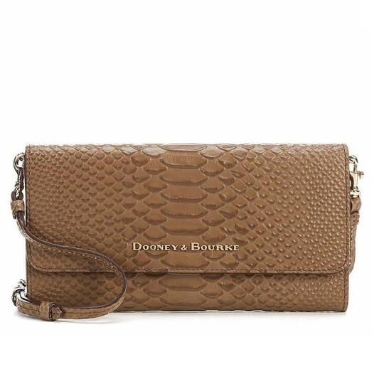 Preload https://item5.tradesy.com/images/dooney-and-bourke-caldwell-clutch-mushroombrown-leather-cross-body-bag-22507309-0-1.jpg?width=440&height=440