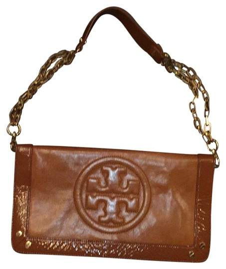 Preload https://item2.tradesy.com/images/tory-burch-over-purse-converts-to-clutch-shoulder-bag-22507326-0-1.jpg?width=440&height=440
