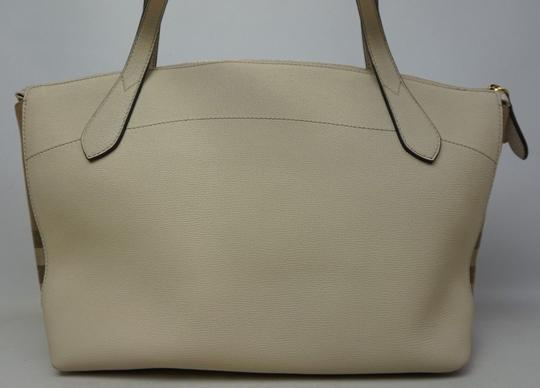 Burberry Tote in Cream