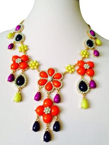 Other Embellished by Leecia NWOT Multi-Color Flower Statement Necklace