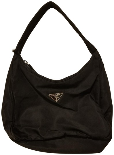 Preload https://img-static.tradesy.com/item/22507719/prada-handbag-black-nylon-clutch-0-1-540-540.jpg