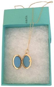 Tiffany & Co. 18k Large Oval Locket from Tiffany & Co. incld. 18k 18 inch chain