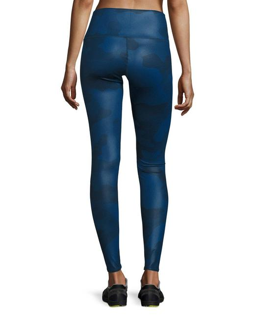 Alo ALO YOGA Airbrush Leggings in Navy Camo