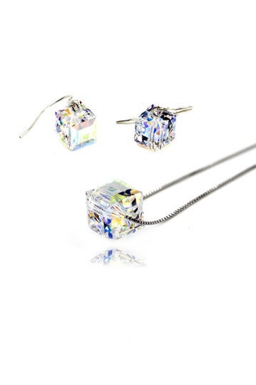 Preload https://item2.tradesy.com/images/silvet-square-swarovski-earrings-set-necklace-22508571-0-0.jpg?width=440&height=440