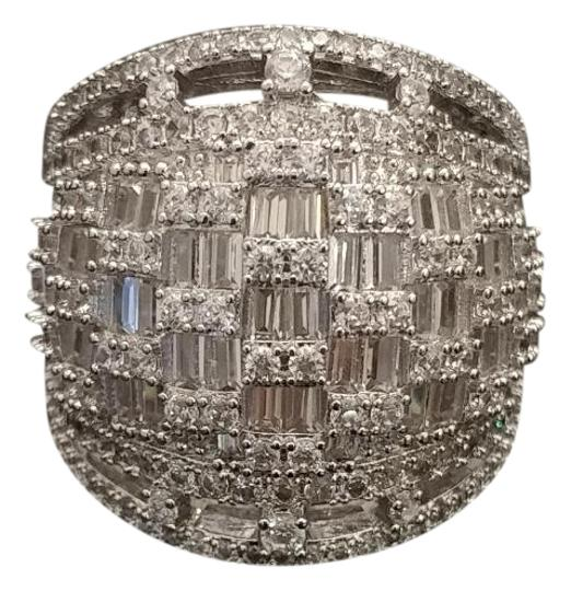 Preload https://img-static.tradesy.com/item/22509917/silver-cubic-zirconia-elegant-size-8-or-9-ring-0-2-540-540.jpg