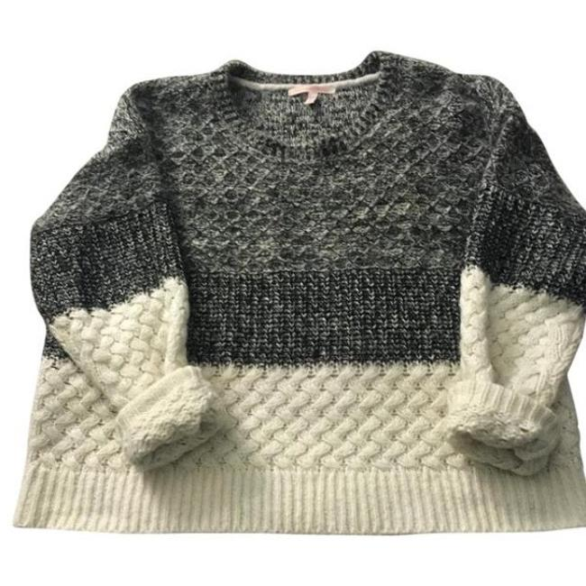 Item - Vs Cream and Charcoal Grey Heathered Sweater