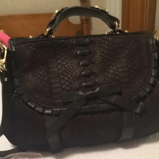 Treesje Croc-embossed Bow Whipstitching Satchel in Black