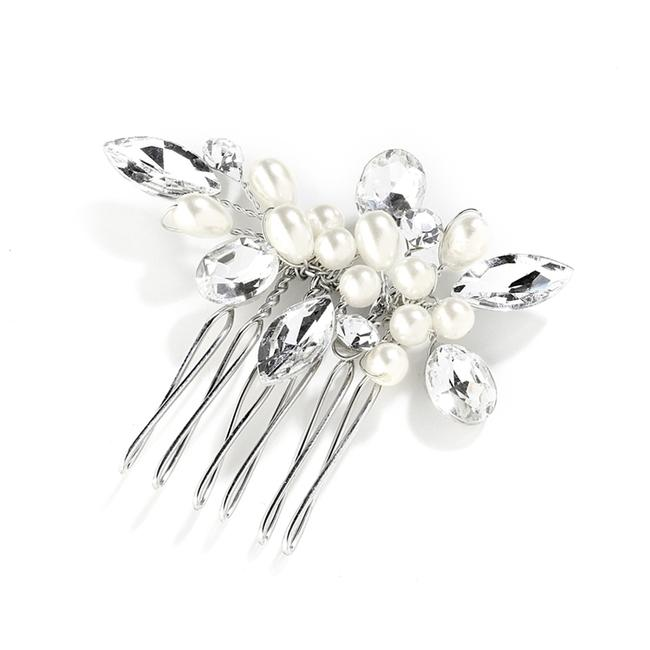 Item - Silver Pearl Crystal and Comb Hair Accessory