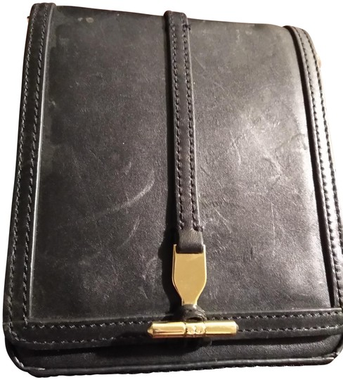 Preload https://img-static.tradesy.com/item/22518632/pour-la-victoire-small-with-flap-black-leather-clutch-0-1-540-540.jpg