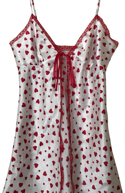 Preload https://img-static.tradesy.com/item/22519539/victoria-s-secret-white-and-red-with-hearts-cover-upsarong-size-6-s-0-1-650-650.jpg