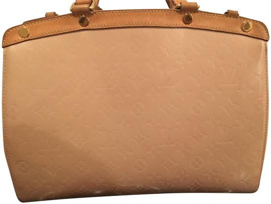Preload https://img-static.tradesy.com/item/22519767/louis-vuitton-brea-mm-blush-monogram-vernis-leather-shoulder-bag-0-2-540-540.jpg