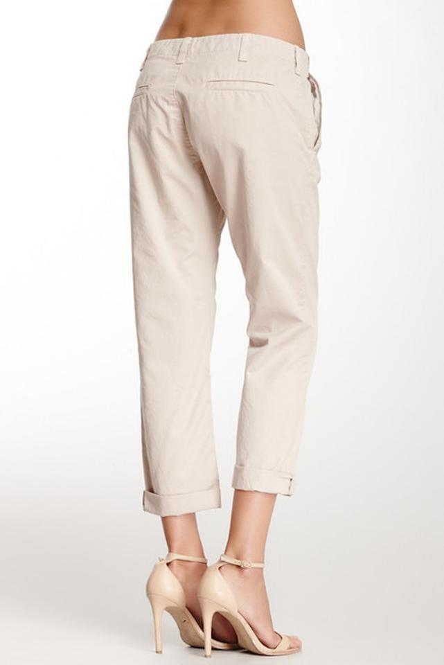 Get style that's on point when you wear a pair of skinny sweatpants or steal his style with boyfriend sweatpants, which feature a more relaxed fit. DICK'S carries a variety of women's sweatpants from industry-leading brands.