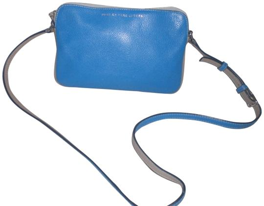 Preload https://img-static.tradesy.com/item/22529711/marc-jacobs-two-tone-cowleather-bluegray-leather-cross-body-bag-0-1-540-540.jpg