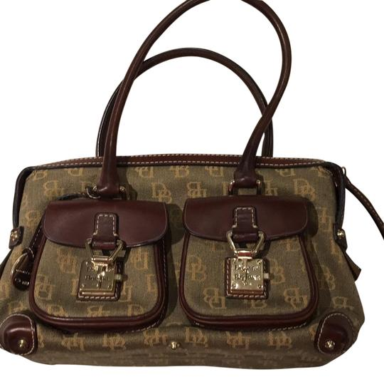 Preload https://img-static.tradesy.com/item/22529752/dooney-and-bourke-khaki-logo-canvas-with-brown-leather-binding-and-handle-satchel-0-1-540-540.jpg