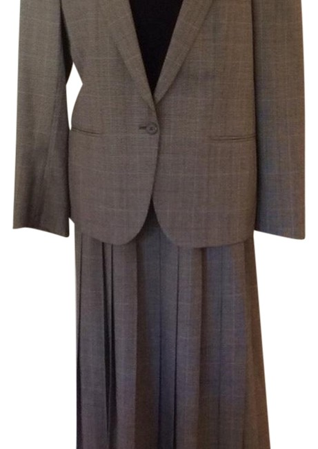 Preload https://img-static.tradesy.com/item/22531329/burberry-executive-skirt-suit-size-petite-12-l-0-1-650-650.jpg