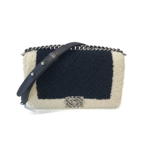 45d4733f95e9f3 Chanel Black Boy Bag - Up to 70% off at Tradesy (Page 4)