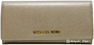 MICHAEL Michael Kors Michael Kors Pale Gold Metallic Saffiano Leather Large Jet Set Carryal