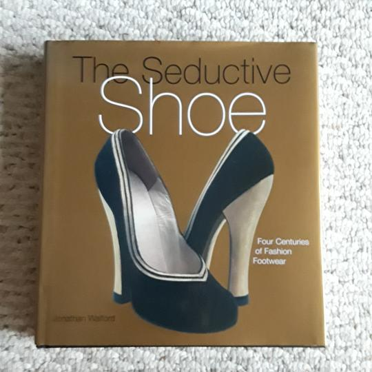 Other The Shoe Book Image 1