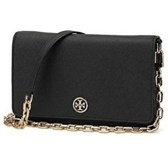 Preload https://item2.tradesy.com/images/tory-burch-robinson-chain-wallet-black-leather-shoulder-bag-22543506-0-0.jpg?width=440&height=440