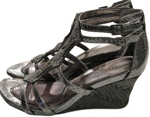 Kenneth Cole Reaction Snakeskin Style Beading Gems Comfort Insole Rubber Platform silver Wedges
