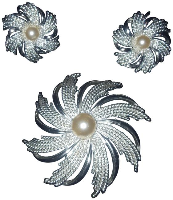 Item - Silver Rosette Pin Set Earrings