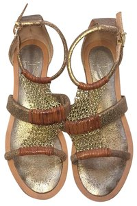 Vero Cuoio Gold and Tan Sandals