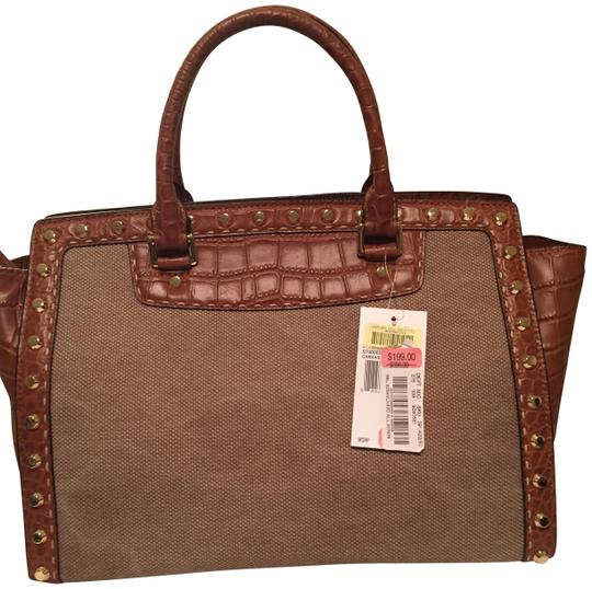 Preload https://img-static.tradesy.com/item/22554270/michael-michael-kors-studded-brown-leather-and-canvas-satchel-0-1-540-540.jpg