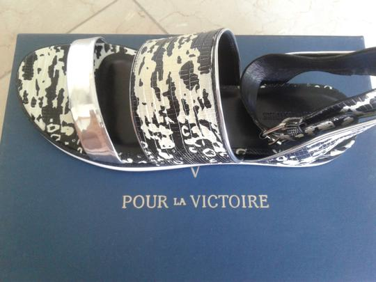 Pour La Victoire New Animal Print Leather Leather Insole Very Stylish Look Wonderful Black/white/silver Sandals