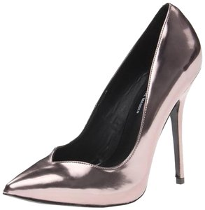 Steve Madden Pewter Pumps