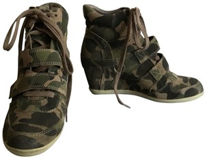 Ash Camo green Wedges