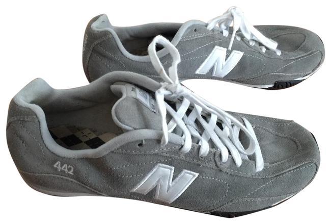 Item - Grey Tennis Sneakers Size US 9 Regular (M, B)