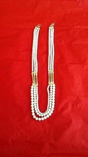Preload https://img-static.tradesy.com/item/22569/white-vintage-necklace-0-0-540-540.jpg