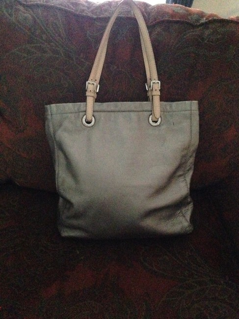 Item - Silver Metalic Leather Tote