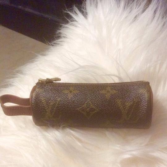 Preload https://img-static.tradesy.com/item/22577081/louis-vuitton-brown-leather-clutch-0-1-540-540.jpg