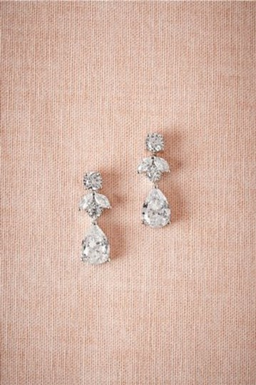 Preload https://img-static.tradesy.com/item/22582046/bhldn-silver-crystal-petite-drop-earrings-0-0-540-540.jpg