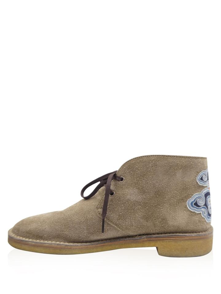 5d2581243 Gucci Light Brown Suede Tiger Embroidered New Moreau Chukka Boots ...