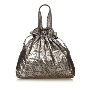 Chanel 7jchto011 Tote in Silver