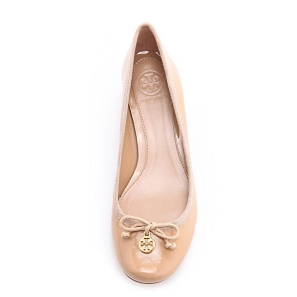 6a7d8f87141 Tory Burch Nude Chelsea Patent Charm Pumps Size US 9.5 Regular (M