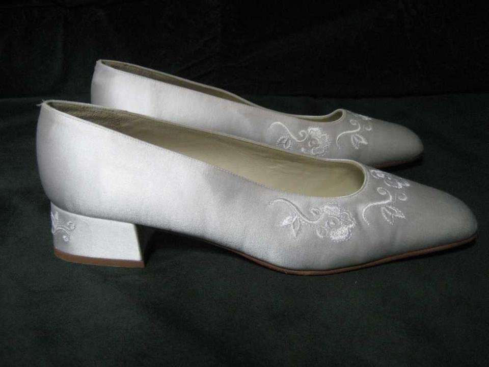 Low Ivory Silk Embroidered Silk Pumps Ivory Embroidered Low 8qx6qadw