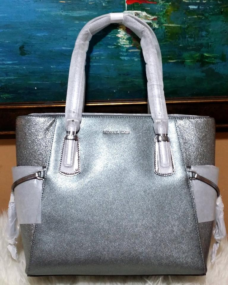 8bc44eb76f02 Michael Kors Voyager Metallic Silver Light Pewter Leather Tote - Tradesy