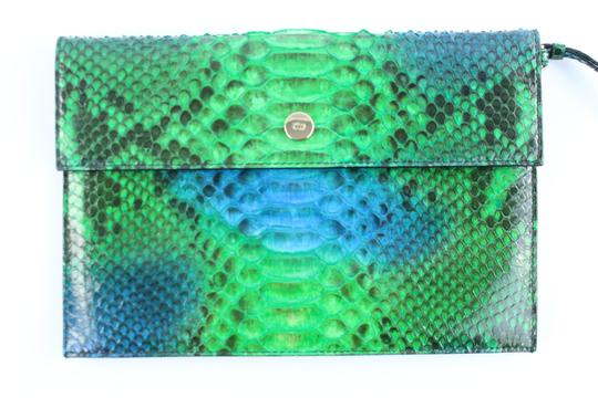 Preload https://img-static.tradesy.com/item/22590342/dior-diorific-clutch-4dr1205-green-python-skin-leather-wristlet-0-0-540-540.jpg
