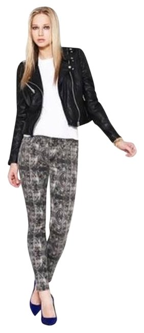 Preload https://item5.tradesy.com/images/rich-and-skinny-medium-wash-marilyn-skinny-jeans-size-26-2-xs-2259414-0-0.jpg?width=400&height=650