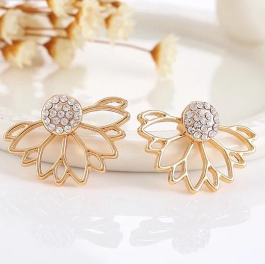 Queenesthershop Hollow Out Rhinestone Leaf Stud Earrings For Women