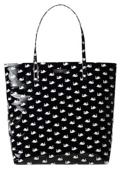 Preload https://img-static.tradesy.com/item/22599993/kate-spade-daycation-bon-shopper-tote-shoulder-black-canvas-satchel-0-1-540-540.jpg